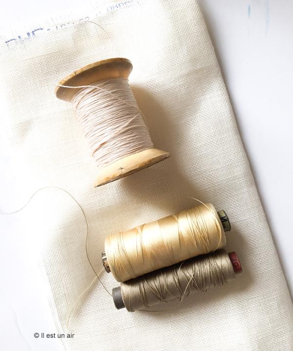 bobine ancienne de fil à coudre