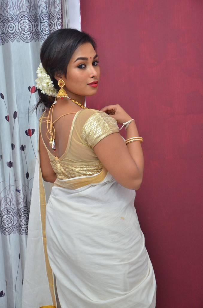 Actress Swathi At Enakkul Etho Movie Launch Stills