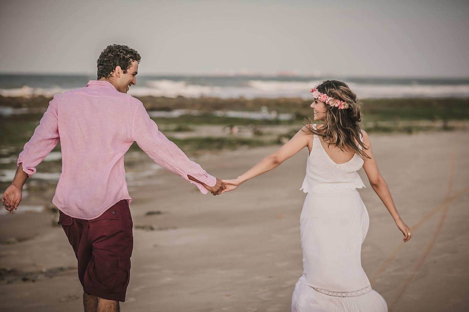 esession-praia-noivos-maos-dadas-1