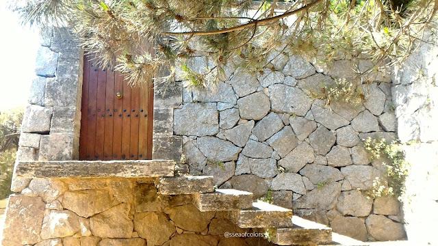 Camino de ronda S'agaró puerta de madera
