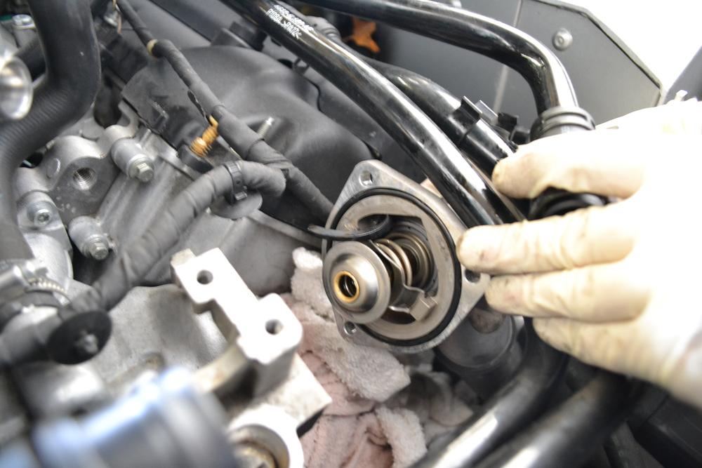 نزع الثرموستات من محرك السيارة في الصيف صحيح أو خطأ