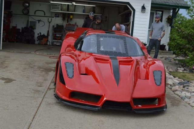 Hombre construye su propio Ferrari Enzo que alcanza 650 kph