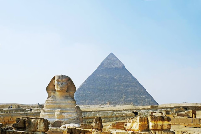 Egyptians and Chinese bewildered by mysterious tipping custom