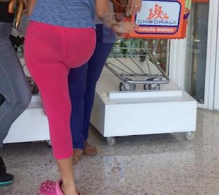 Bella mujer nalgona calzas transparentes