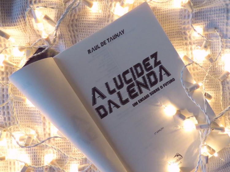 resenha-a-lucidez-da-lenda-raul-de-taunay-ensaio-sobre-futuro-editora-pandorga-literatura-nacional-distopia-corporativa-leitura-historia-critica-livro-edicao-mademoisellovesbooks