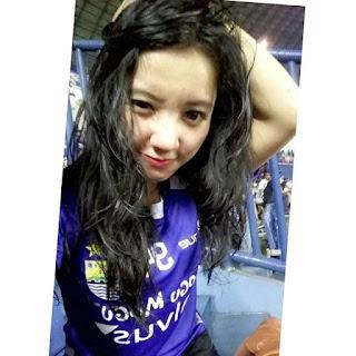 Bobotoh Cantik Ikha Setia Mendukung Persib Bandung