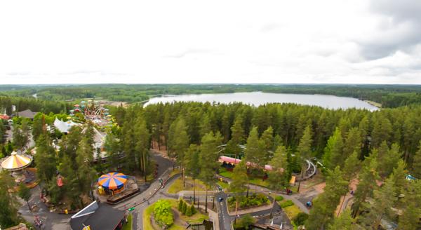 PauMau blogi nelkytplusbloggari nelkytplus Tykkimäki huvipuisto Kouvola korkea laite keinu Starflyer vauhtiajo näkymä ylhäältä Kouvolaan korkeanpaikankammo järvi Tykkimäen vieressä kouvolapyörä