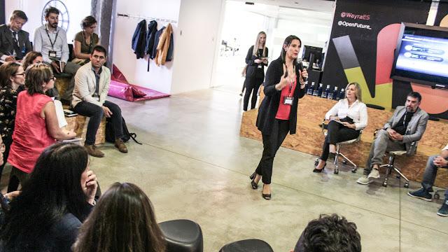 Elena Gil presenting BD4SG