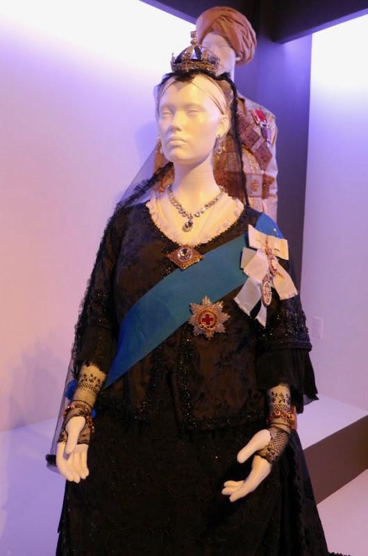 Queen costume Victoria Abdul
