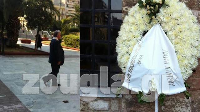 Τραγική φιγούρα στην κηδεία της κόρης του ο Στέλιος Παπαθεμελής.