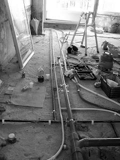 築30年超の一室をスケルトンリフォームした心地よい住まい あたらに設置した配管など