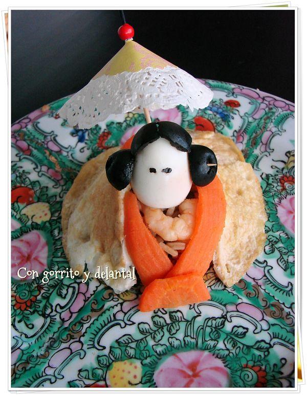 arroz-tres-delicias-decorado-con-gorrito-y-delantal
