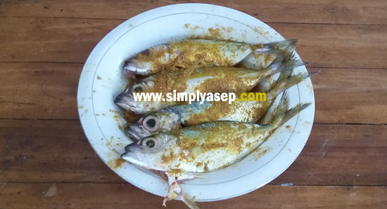 KEMBUNG FISH: This is a mackerel that has been pushed and is ready to swim in a frying pan. Photo of Asep Haryono