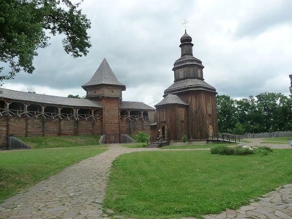 Батурин. Замкова дерев'яна Свято-Вознесенська церква