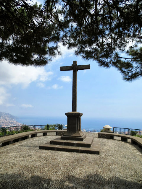 Pico dos Barcelos viewpoint with a cross