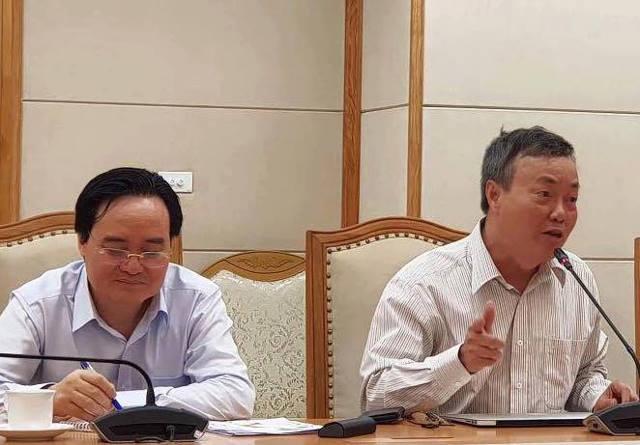 Thầy Lê Thống Nhất bên Bộ trưởng tại cuộc họp chiều 30/7/2018