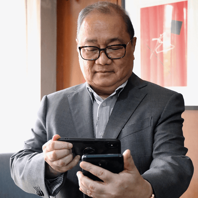 PLDT's big boss uses an unknown Huawei 5G phone, what could it be?