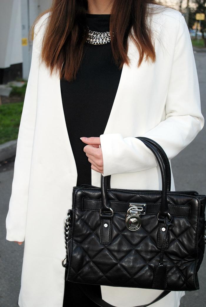 stylizacja z białym płaszczem