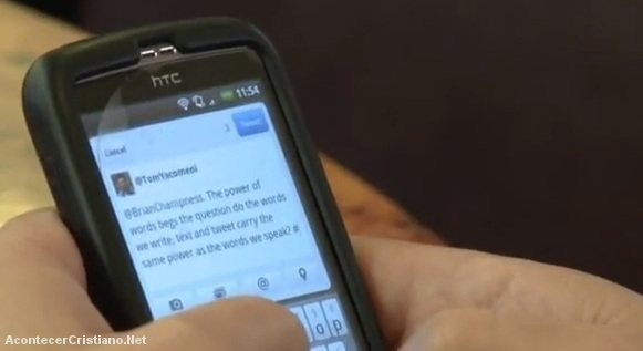 Usando el celular en los cultos de la iglesia