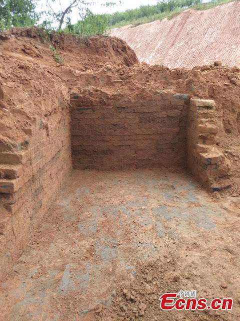 Han Dynasty tomb, robbed in the past, found in eastern village