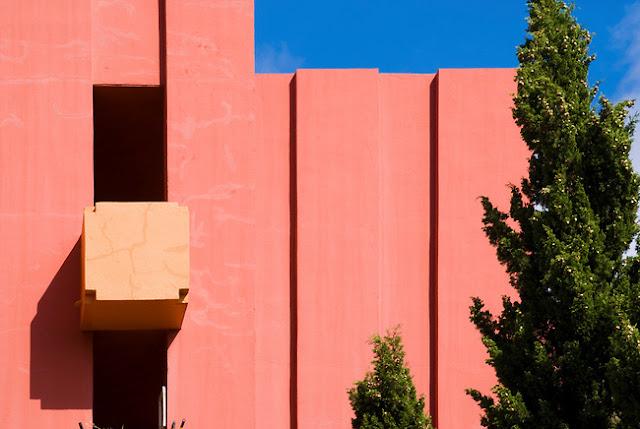 fachada de casa rosa