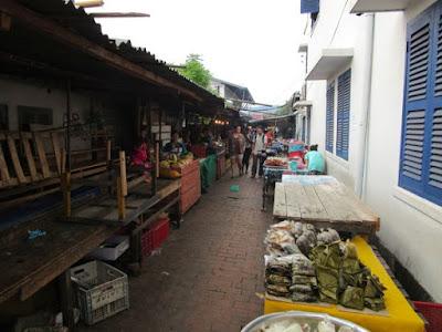 Callejuela de comida. Luang Prabang, Laos
