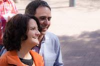 Los novios celebran un chiste luego de casarse. Foto de Cristian Moriñigo, de Positive