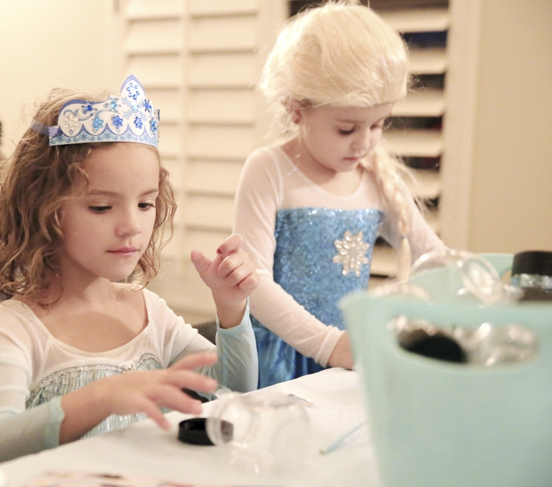A Magical Frozen Inspired Birthday Party - BirdsParty.com