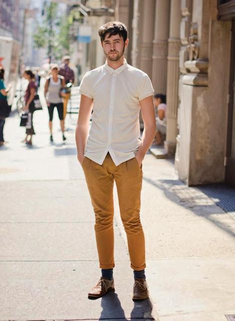 como usar calça marrom, como usar coturno, como usar camisa manga curta masculina