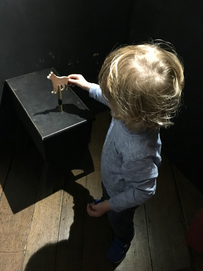 toddler-with-dog-shadow-puppet
