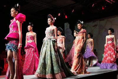 Koleksi Baju Kebaya Fashion Show Modern Terbaru