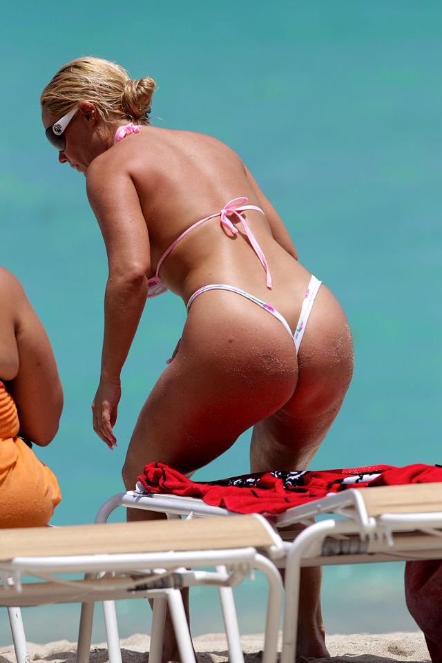 Coco Flaunts in Bikini at Miami Beach