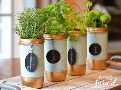 http://sincerelysarad.com/mason-jar-herb-garden/#_a5y_p=4096213
