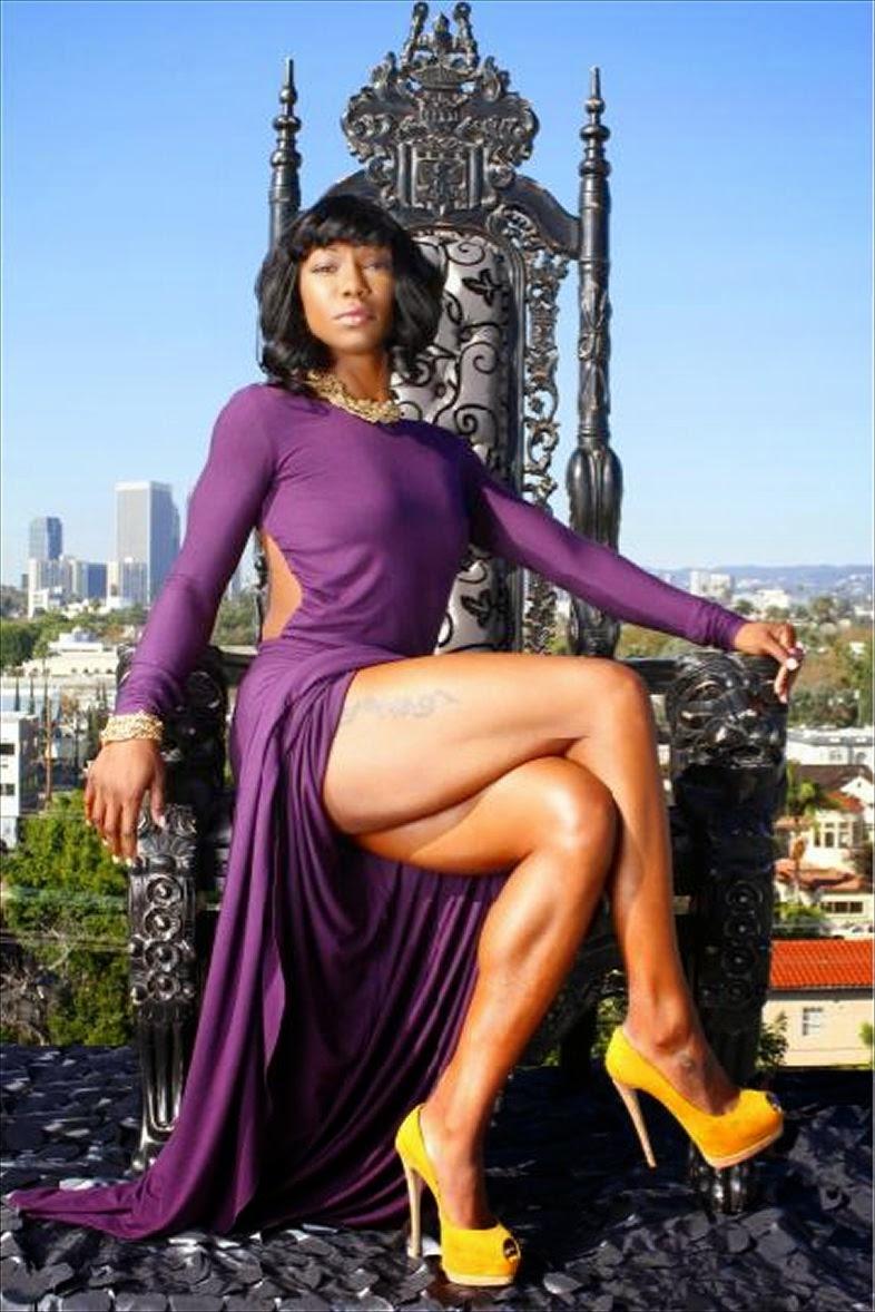 Her Calves Muscle Legs: Sexy Crossed Legs