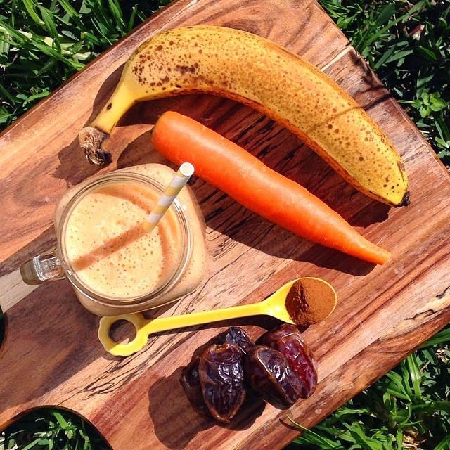 Smoothie with Carrot, Banana, Dates and Cinnamon