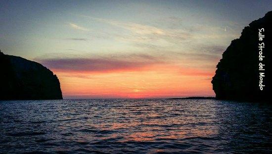 Tramonto a Palmarola dalla barca