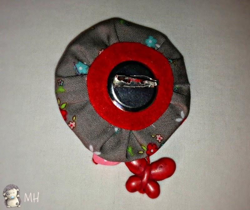 Broche con flor de ganchillo y flor yo-yo
