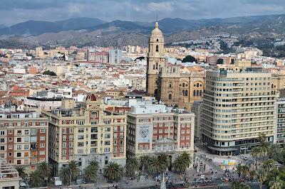 Widok na centrum Malagi. Stare miasto i uliczki