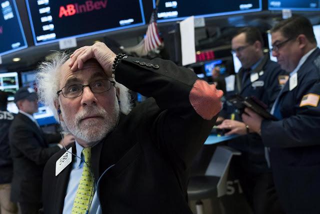 As ações entraram em queda livre na segunda-feira, e o Dow Jones mergulhou quase 1.600 pontos - facilmente o maior declínio da história durante um dia de negociação.
