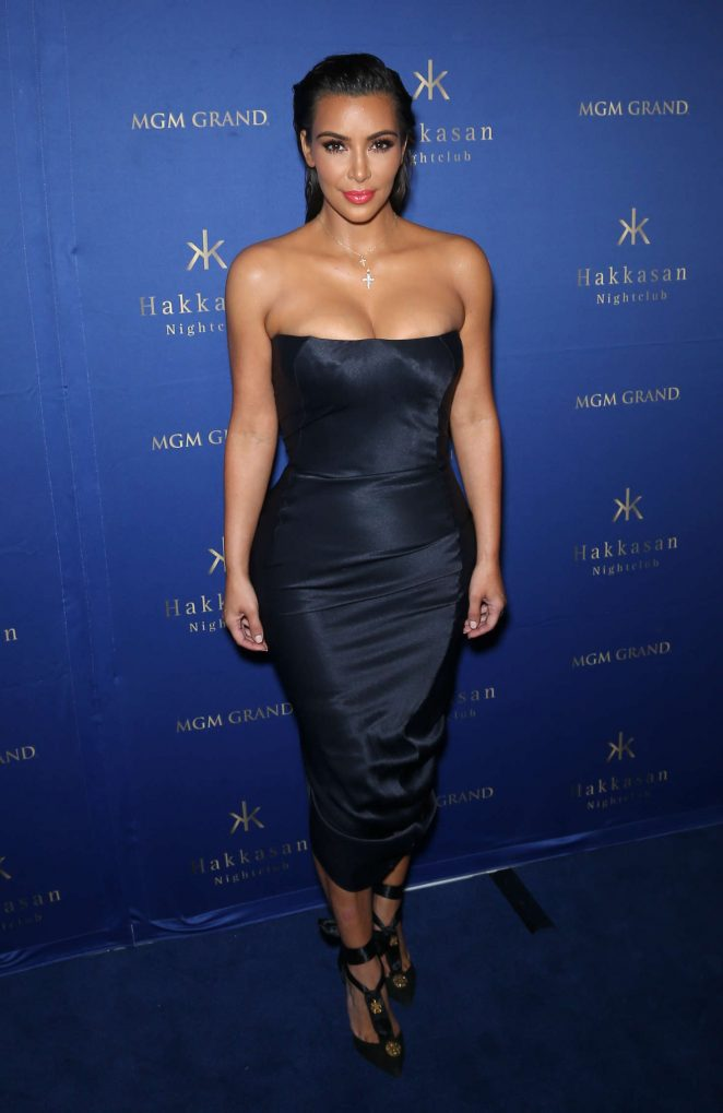 Kim Kardashian flaunts curves in a strapless dress in Las Vegas