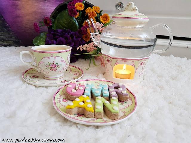 porselen gül desenli çay seti