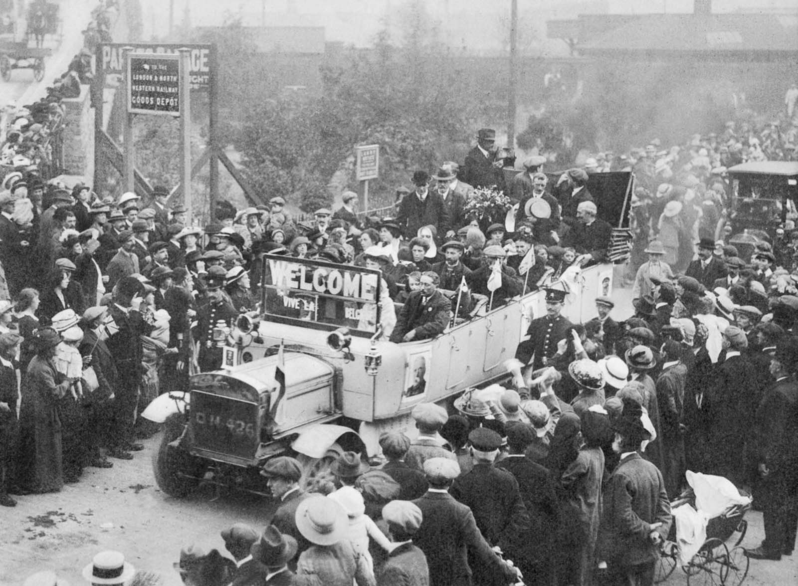 Belgian refugees arrive in the Welsh town of Rhyl. 1914.