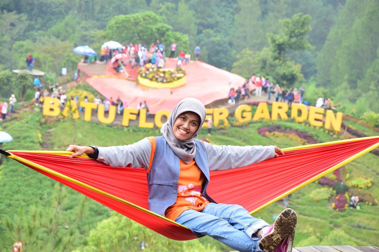 Reni Dwi Astuti Eksotisme Batu Flower Garden Di Wana Wisata Coban Rais
