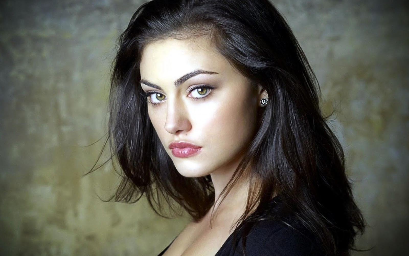 Phoebe Tonkin Biography and Photos - Girls Idols ...