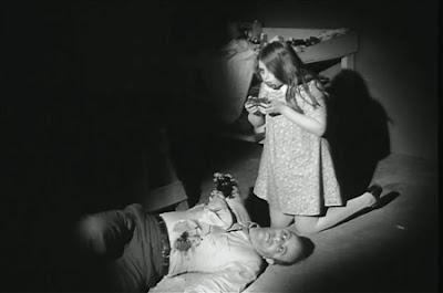 LA NOCHE DE LOS MUERTOS VIVIENTES (1968), DE GEORGE A. ROMERO