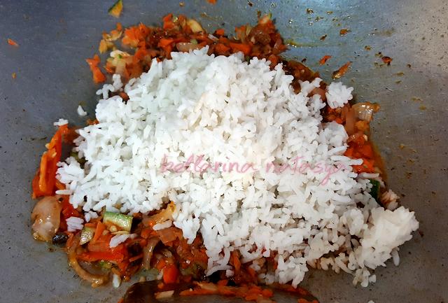 Masukkan Nasi Dalam Sardin Goreng