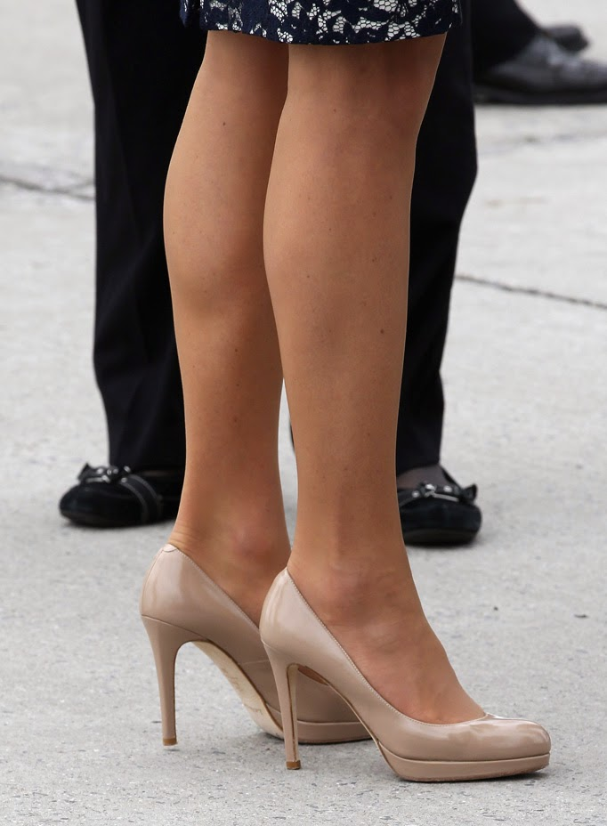 Kate and her flesh-toned stockings are the talk of the