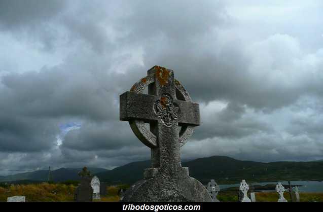 cruz celta gotica cemiterio rosa