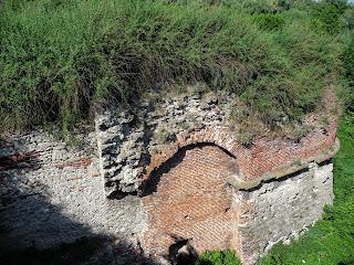 Дубно. Замок. Кріпосні мури фортіфікаційної споруди