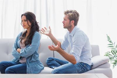 فلماذا ترفض تتجاهل المرأة الرجل  عند محاولتنا التقرب منهنَّ؟